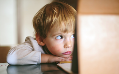 Os 5 principais riscos para as crianças na internet